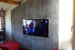 Mur immitation écorce arbre et incrustation tv
